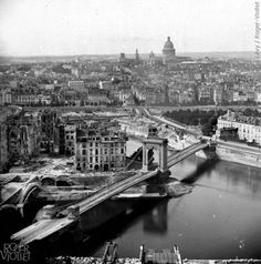 photos-marais-antan-paris-zigzag Vue panoramique du pont Louis-Philippe, prise du clocher de l'église Saint-Gervais. Paris, vers 1860. © Léon et Lévy / Roger-Viollet