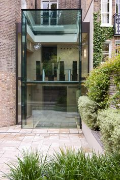 Specialists in the design and installation of high end, modern glass (structurally glazed) structures and extensions. Side Return Extension, Rear Extension, Extension Ideas, England Houses, Glass Extension, Container Cabin, Listed Building, Glass Roof, House Extensions