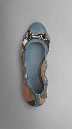 Burberry Women Burberry Men Burberry Accessories Spread the love Fancy Shoes, Pretty Shoes, Beautiful Shoes, Cute Shoes, Me Too Shoes, T Bar Shoes, Golf Shoes, Flat Shoes, Vintage Inspired Shoes