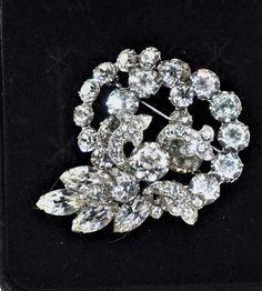 Vintage Costume Jewelry, Vintage Costumes, Vintage Jewelry, Christmas Shopping Online, Rhinestone, Vintage Beauty, Jewelery, Brooch, Fashion