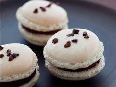 Video ~ Recette de macaron au chocolat ... making chocolate macaroon