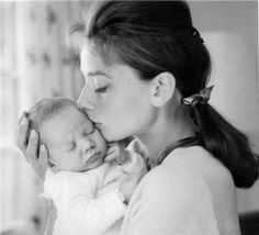 Audrey Hepburn and baby Sean.above all other roles, Audrey loved being a Mother best! Mothers Day Images, Mothers Love, Happy Mothers Day, Happy Mom, Audrey Hepburn Hair, Audrey Hepburn Photos, Stars D'hollywood, Close My Eyes, Mother And Child