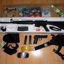 M16A3 + M92F: Prodám kompletní výbavu na airsoft. Hrané pouze na 1 akci. Brýle jsou nehrané fungl nové, pouze rozbalené. Super kup. Vše jako nové. Viz. foto. 1) AEG M16A3 -celokov+plast, úsťová rychlost cca 120 m/s, 2xbaterie ( 1600 mAh a 3000 mAh) 2) GAS M92F - plast + kov, 2x zásobník, plyn GreenGas 1000 ml (cca půl láhve) 3) pistolové stehenní pouzdro 4) taktické brýle - 3x vyměnitelné skla Prodávám z rodinných a zdravotních důvodů. Nákupní cena cca 7800…