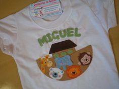 Aplicação em feltro , minuciosamente costurada à mão . Personalizada com o nome da criança . Um charme !!!!!!!!! R$ 48,90