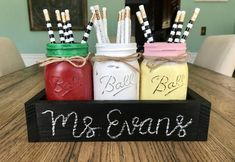 Mason Jar Crafts – How To Chalk Paint Your Mason Jars - Enterson Diy Hanging Shelves, Floating Shelves Diy, Diy Wall Shelves, Mason Jar Projects, Mason Jar Crafts, Mason Jar Diy, Mason Jar Vases, Chalk Paint Mason Jars, Painted Mason Jars