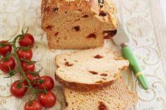 Kijk wat een lekker recept ik heb gevonden op Allerhande! Zelfgemaakte tomatenbrood