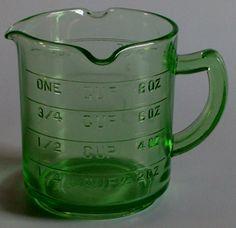 . Liquid Measuring Cup, Measuring Cups, Vintage Stuff, Vintage Items, Vintage Green Glass, Vaseline Glass, Vintage Glassware, Kitchen Items, Milk Glass