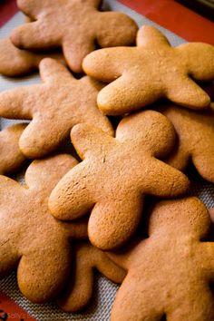 My Favorite Gingerbread Men Recipe - Sallys Baking Addiction Easy Gingerbread Cookies, How To Make Gingerbread, Christmas Sugar Cookies, Christmas Baking, Gingerbread Men, Christmas 2019, Christmas Foods, Christmas Sweets, Christmas Ideas
