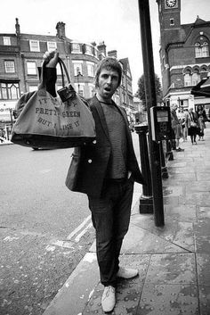 Liam Gallagher with his Pretty Green bag - Oasis Quiz Pretty Green Liam Gallagher, Liam Gallagher Noel Gallagher, Foo Fighters, Radiohead, Bon Jovi, Great Bands, Cool Bands, Definitely Maybe, Oasis Fashion