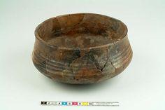 Kringla - kärl av keramik Viking Camp, Viking Life, Viking Reenactment, Woodworking Inspiration, Old Norse, Norse Vikings, Iron Age, Anglo Saxon, Wood Turning