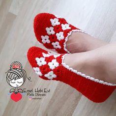 Best 12 Good morning and We woke up in the rainy morning bir Brewed tea like mis – SkillOfKing. Crochet Boots, Crochet Slippers, Crochet Clothes, Crochet Baby, Knit Crochet, Diy Crafts Crochet, Crochet Projects, Knitting Socks, Baby Knitting