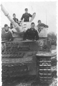 PzKpfw IV and crew