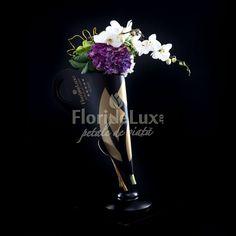 Buchet luxuriant hortensii si orhidee eleganta - cele mai frumoase buchete de flori din lume includ fara doar si poate florile regalitatii: hortensiile si florile divinitatii: orhideele Phalaenopsis Luxuriant, Elegant