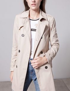 At Stradivarius you'll find 1 Trench for woman for just 699 MXN . Visit now to discover this and more ABRIGOS.
