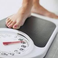 En sağlıklı Diyet hangisidir? Zayıflamak için neler yapılmalı? En çok ve çabuk zayıflatan Diyet hangisi? Diyet gıdaları tüketirken nelere dikkat etmeliyiz? Diyet yaparken sabah kahvaltısında neler yemeliyiz? Diyet yaparken ne kadar miktarda yiyebilirsiniz ve öğünlerin yerine hangi gıdalar geçebilir bunlara çok dikkat etmeliyiz. Örnekler verelim. Kahvaltıda beyaz ekmek yerine kalorisi daha düşük olan esmer buğday ile yapılan tam buhdaylı ekmekleri,kepekli ekmekleri,Çavdar cinsi ekmeklerden…