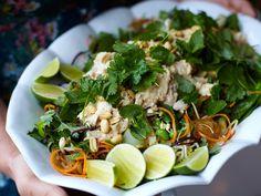 Spicy chicken salad med mynta och jordnötter   Recept från Köket.se