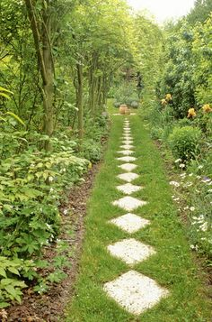 Best Modern English Country Garden Design Ideas - Page 78 of 97 Garden Whimsy, Garden Cottage, Country Landscaping, Backyard Landscaping, Luxury Landscaping, Landscaping Company, Stepping Stone Pathway, Stone Walkway, Paving Stones