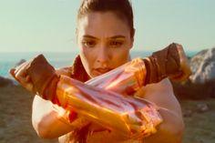 """Vem ver o novo trailer cheio de girl power de """"Mulher Maravilha"""""""