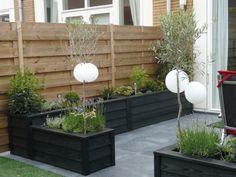 zweeds rabat lariks zwart -mooie afscheiding bij tuinhuis