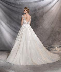 OFELIA - Princess-style wedding dress with floral motifs