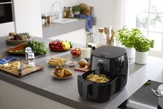 Philips Viva Collection Airfryer leads to great tasting fries with up to less fat thanks to patented TurboStar technology Air Fryers Appliances Tostadas, Philips Viva Collection, How To Convert A Recipe, Philips Air Fryer, Air Fryer Review, Best Air Fryers, Scallop Recipes, Multicooker, Crisp Recipe