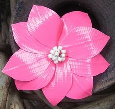 Now we are again with a duct tape flower idea but with a keychain ring through it. The tape color will vary according to choice and to make the DIY duct tape Duct Tape Projects, Duck Tape Crafts, Washi Tape Crafts, Craft Projects, Craft Ideas, Washi Tapes, Fair Projects, Duct Tape Pens, Duct Tape Flowers