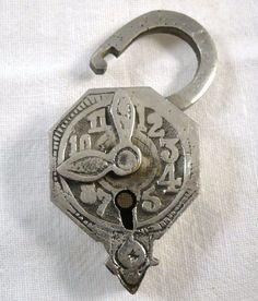 A really unusual clock design padlock Antique Door Knobs, Antique Keys, Vintage Keys, Antique Hardware, Antique Clocks, Or Antique, Door Knobs And Knockers, Knobs And Handles, Door Handles