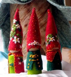 Cute felt gnomes....I love these little guys! like to try this in clay for outside...think I will!
