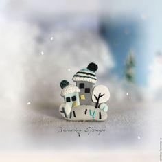 Купить Зимний городок. Брошь - белый, серый, бирюзовый, черный, зима, Снег, городок
