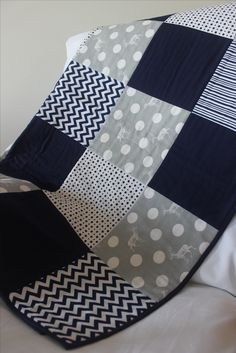 modern quilt in navy and grey by emmyjdesign | https://www.pinterest.com/emiliebonner/emmyjdesign/