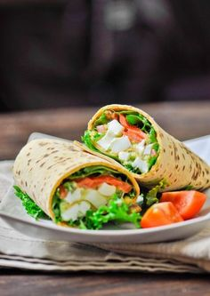 Avocado Egg Salad Wraps - easy, delicious and nutritious lunch. Using the lettuce as a wrap instead of flatbread. Wrap Recipes, Lunch Recipes, Burger Recipes, Healthy Snacks, Healthy Eating, Healthy Recipes, Avocado Egg Salad, Salad Wraps, Wrap Sandwiches