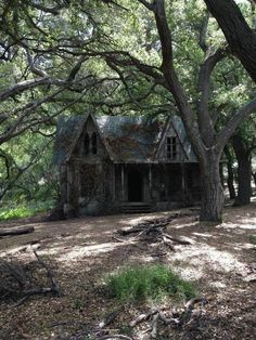 Mama,Abandoned Home, The house in the woods from Guillermo del Toro's horror film looks even more terrifying after years of abandonment. Old Abandoned Houses, Abandoned Mansions, Abandoned Buildings, Abandoned Places, Cabins In The Woods, House In The Woods, Creepy Houses, Haunted Forest, Witch House