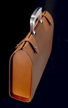 The Bill Amberg Rocket Bag relaunches exclusively online Leather Briefcase, Leather Backpack, Leather Wallet, Leather Art, Leather Design, Crea Cuir, Sac Week End, Leather Workshop, Leather Bags Handmade