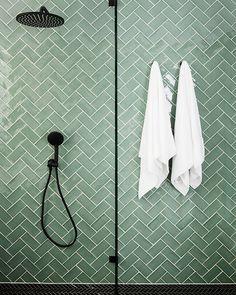 Three Birds Renovations – House 9 – Salle de bain principale – Tile Inspo – Scandinavian & Scandinave - Home Design World