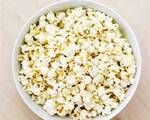 According to the USDA National Nutrient Database, un-popped popcorn kernels contain 105 calories per ounce. Unpopped popcorn has slightly more calories than cooked popcorn kernels, according to The Popcorn Board. Popcorn Recipes, Snack Recipes, Healthy Recipes, Healthy Popcorn, Popcorn Flavours, Healthy Foods, Healthy Snacks Before Bed, Comidas Light, Bon Appetit