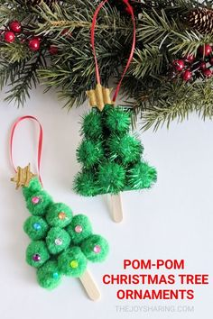 Easy ornament idea to adorn your Christmas tree. Makes a quick Christmas craft p… Easy ornament idea to adorn your Christmas tree. Makes a quick Christmas craft project idea for kids. Christmas Crafts For Toddlers, Christmas Craft Projects, Christmas Tree Crafts, Christmas Activities, Kids Christmas, Christmas Tree Decorations, Holiday Crafts, Preschool Christmas, Homemade Christmas Tree