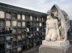 El beso de la muerte en el cementerio de Poblenou, Barcelona