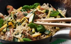 chicken, lime and bamboo wok Wok, Asian Recipes, Ethnic Recipes, Pasta Salad, Asparagus, Lime, Low Carb, Snacks, Meat
