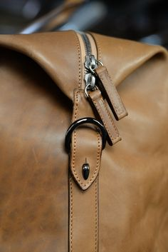 Leather hold all detail