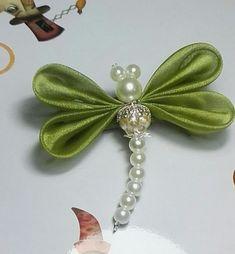DIY Kanzashi Satin Ribbon Dragonfly - Her Crochet Ribbon Art, Diy Ribbon, Fabric Ribbon, Ribbon Crafts, Ribbon Bows, Bead Crafts, Ribbon Flower, Diy Crafts, Butterfly Crafts