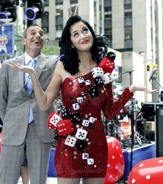 Katy Perry in a Casino Costume - See more: http://www.internetbet.com/casino-costumes #costumeideas #halloweencostumes #costumes