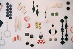 Paper artist Anna Gleeson redefines the way we think about earrings. Paper Earrings, Paper Jewelry, Big Earrings, Beaded Earrings, Things Organized Neatly, Jewelry Accessories, Jewelry Design, Diy Jewellery, Paper Magic