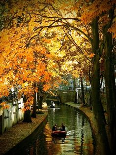 Canal Ride, Utrecht, The Netherlands-16 Beautiful Photos of Incredible Fall