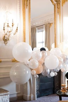 21 Special Creative ideas For Laura Lee, Baby Shower Cupcakes, Backdrops For Parties, Streamers, Photo Booth, Balloons, Chandelier, Backdrop Ideas, Ceiling Lights