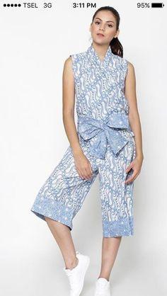 New Fashion Hijab Remaja Kulot Ideas Kulot Batik, Mode Batik, Batik Kebaya, Batik Dress, Fashion Pants, New Fashion, Fashion Outfits, Womens Fashion, Batik Fashion