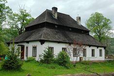Dwór w Laskowej Małopolskiej wzniesiony w 1677 roku dla rodziny Laskowskich. Obecnie - własność prywatna.