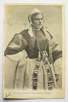CPA - Jeune fille de Pont-l'Abbé-Etude de Coiffe / Coll. Villard N°1237- 1901