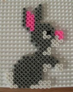 A cute easter bunny suspension pearl pattern. It's perfect for crafting … – perler beads – Hama Beads Perler Bead Designs, Hama Beads Design, Diy Perler Beads, Fuse Bead Patterns, Perler Patterns, Beading Patterns, Art Perle, 8bit Art, Motifs Perler