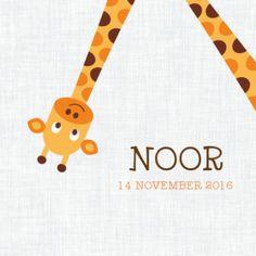 Geboortekaartje met vrolijke giraf op zacht roze stippen ondergrond. Binnenin knipoogt de giraf. Welcome Baby, Minions, Birth, Blog, Personalized Items, Kids, Google, Children, Boys