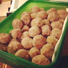 """""""Fire"""" Balls I came up with these fire balls after making rum balls. Fireball Recipes, Whiskey Recipes, Drinks Alcohol Recipes, Fireball Whiskey, Fireball Fudge, Sugar Store, Rum Balls, Recipe Mix, No Bake Treats"""
